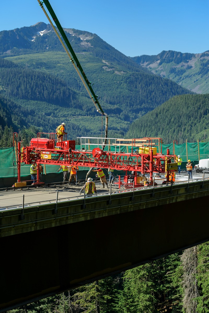 IMCO crew performing a bridge deck pour in North Bend I-90/468th to Summit
