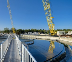 Everett Water Pollution Control Facility project holding tank with two yellow cranes